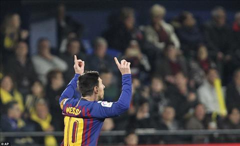 Tuy nhien dung phut 90, Lionel Messi them mot lan khien tat ca phai tram tro voi sieu pham sut phat thu 2 lien tiep