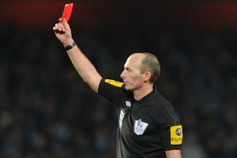 Chẳng những trắng tay, MU còn giúp Mike Dean lập kỷ lục thẻ đỏ hình ảnh