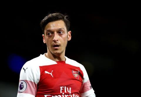 HLV Emery bị chỉ trích vì ngược đãi Mesut Ozil hình ảnh