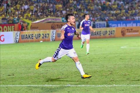 Trở lại V-League, Quang Hải nhận giải thưởng xuất sắc nhất trận hình ảnh