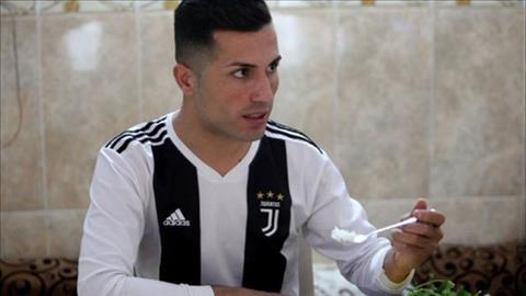 Anh chàng thợ xây nổi tiếng nhờ người giống Ronaldo hình ảnh