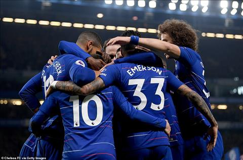 Chelsea da vuon len thu 3 sau vong 33
