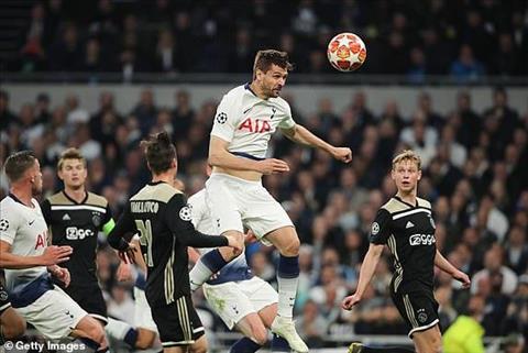 Tottenham kien tri tan cong bang bong bong nhung khong phat huy hieu qua.