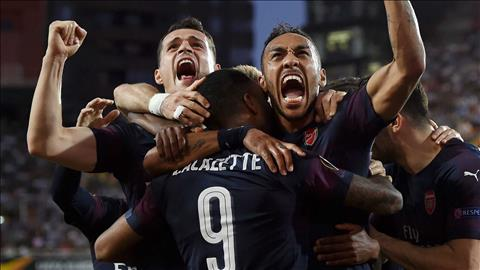 Lacazette ca ngợi Aubameyang sau cú hat-trick vào lưới Valencia hình ảnh