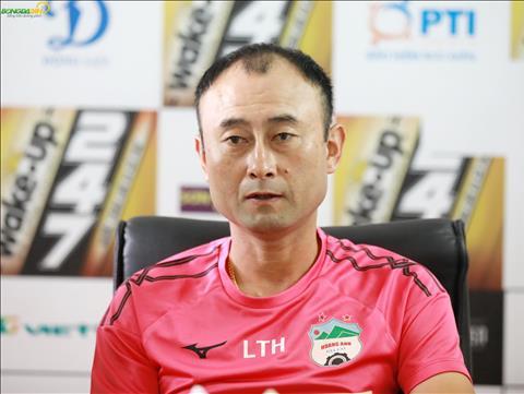HLV Lee Tae Hoon không hài lòng với chất lượng mặt sân Vinh hình ảnh