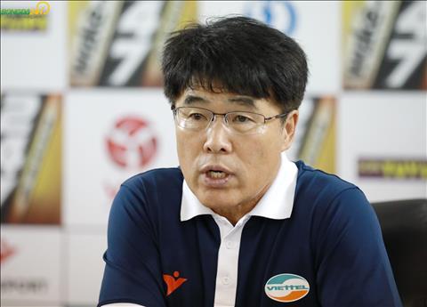 Viettel thua HAGL, HLV Lee Heung Sil chê học trò thiếu tập trung hình ảnh