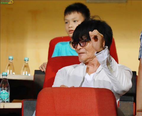 ẢNH Bác sĩ Choi kiểm tra sự hồi phục của Văn Thanh hình ảnh