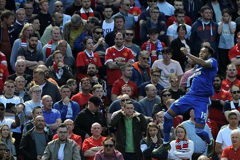 Neil Warnock phát biểu sau trận MU 0-2 Cardiff hình ảnh