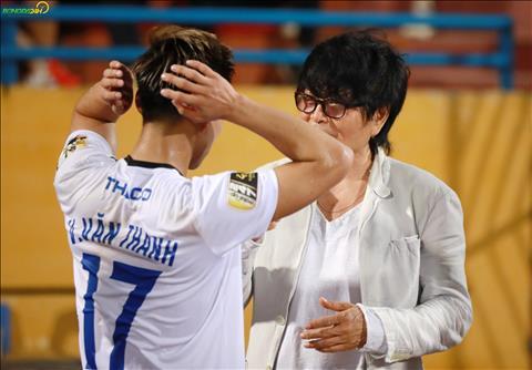 Bac si Choi kiem tra su hoi phuc cua Van Thanh