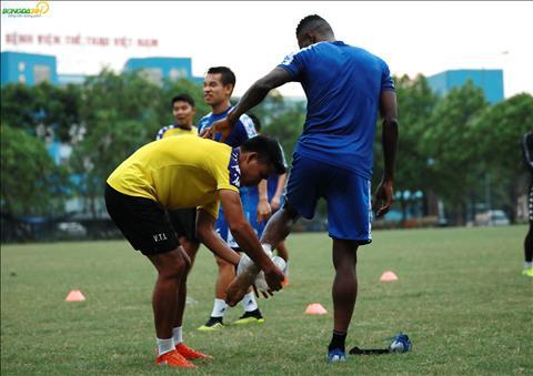 Chan sut cua Ha Noi FC cung khong the tiep tuc bai tap.