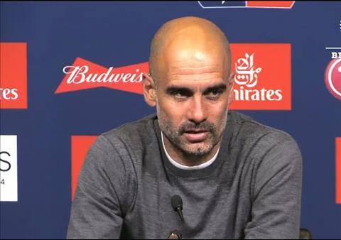 VIDEO Đoạt cú ăn ba, Pep Guardiola nổi đóa vì bị hỏi xoáy hình ảnh