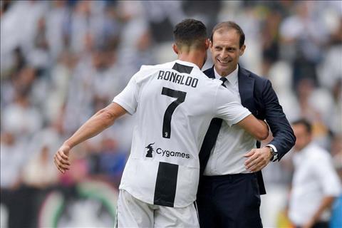 Cristiano Ronaldo cảm ơn HLV Allegri chia tay Juventus hình ảnh