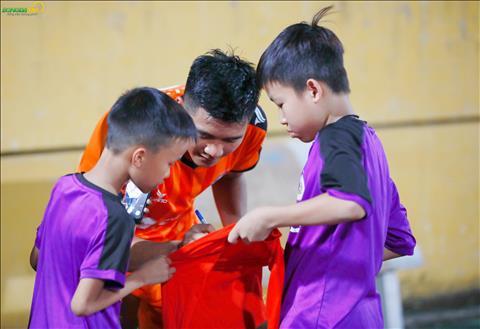 Duc Chinh ky tang cho 2 CDV nhi cua Ha Noi.