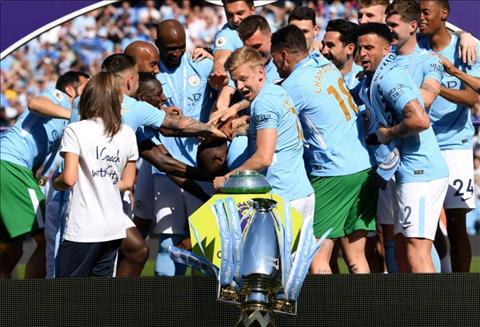 ZInchenko danh roi cup vo dich Premier League 2017/18