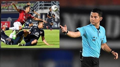 Tiền vệ Thái Lan nhận một loạt án phạt nặng vì đánh lén trọng tài hình ảnh