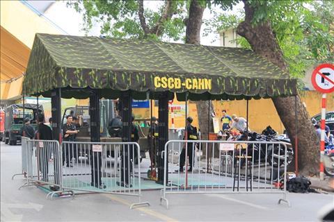 ẢNH Đề phòng pháo sáng, sân Hàng Đẩy tăng cường an ninh ngang AFF Cup hình ảnh 2
