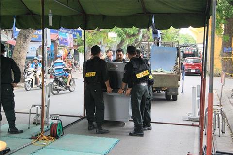 Đề phòng pháo sáng, sân Hàng Đẩy tăng cường an ninh ngang AFF Cup hình ảnh
