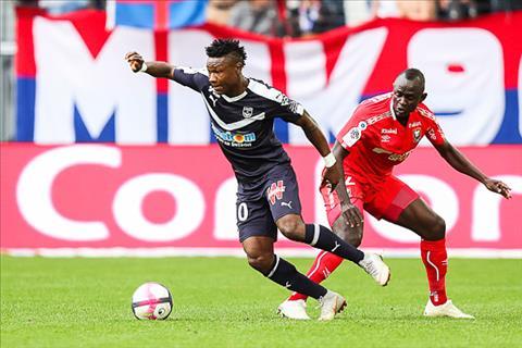 Wenger cảnh báo các CLB Ligue 1 về một vấn nạn hình ảnh