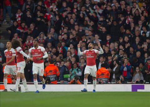 Arsenal dat mot chan vao tran chung ket