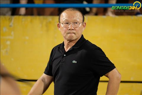 HLV Park Hang Seo chang co gi phai giai thich ve danh sach trieu tap