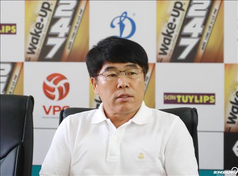 Que Ngoc Hai bi nhac nho rieng boi HLV Lee Heung Sil sau 5 tran bi treo gio o V-League 2019.