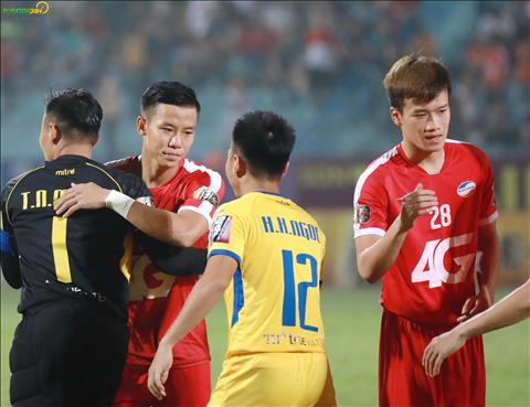 Que Ngoc Hai va thu thanh Nguyen Manh tung co nhieu nam thi dau ben canh nhau.