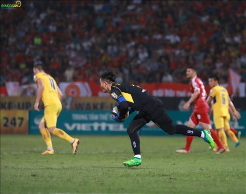 Sau 8 vong dau, SLNA chi thung luoi 5 ban, it hon hai doi dang dung tren trong BXH V-League 2019 la Ha Noi va TP Ho Chi Minh.