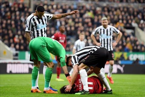 Martin Dubravka sốc với chấn thương của Salah hình ảnh
