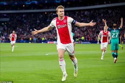 Lan luot trung ve doi truong tre nhat lich su Ajax, De Light ...