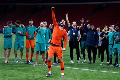 Spurs thắng Ajax, NHM Arsenal và Chelsea chỉ trích Cesc Fabregas  hình ảnh