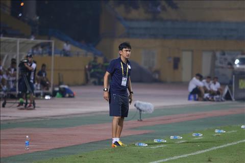 Tro ly Nguyen Tuan Phong cho rang o V-League, ngay ca Ha Noi FC gap kho khan tren san khach