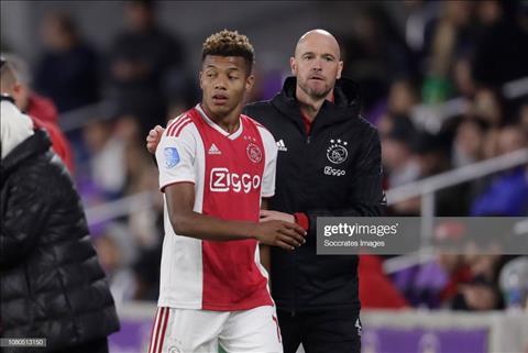 David Neres của Ajax Amsterdam bị trừng phạt vì trêu thầy hói đầu hình ảnh