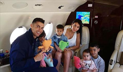 C. Ronaldo va Georgina Rodriguez dua cac con toi Hy Lap nghi he. Anh: Instagram.