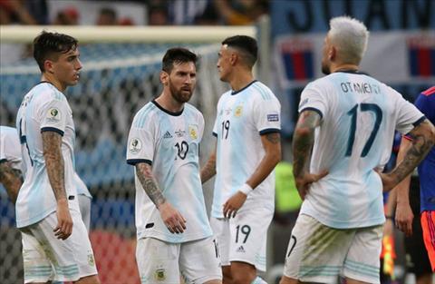 Messi nhận sự chỉ trích của cộng đồng mạng sau trận thua Colombia hình ảnh