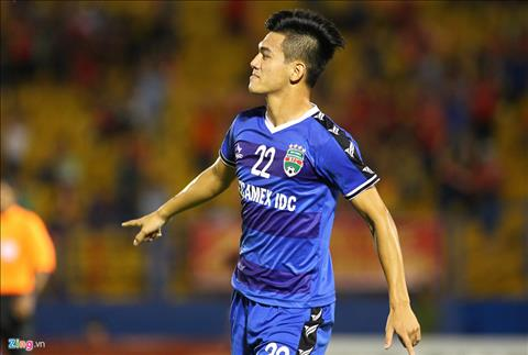Tien dao Tien Linh ghi ban thang giup Binh Duong tao loi the truoc tran ban ket luot ve AFC Cup khu vuc Dong Nam A. Anh: Zing.vn