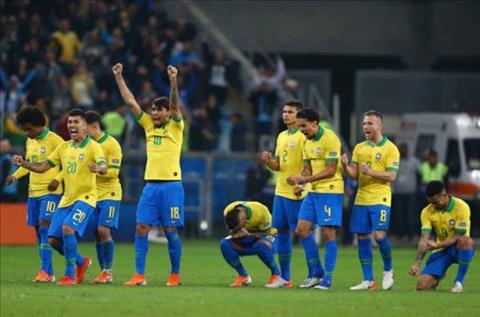 Niem vui chien thang cua Brazil sau khi thoat duoc noi am anh dau sung voi Parguay