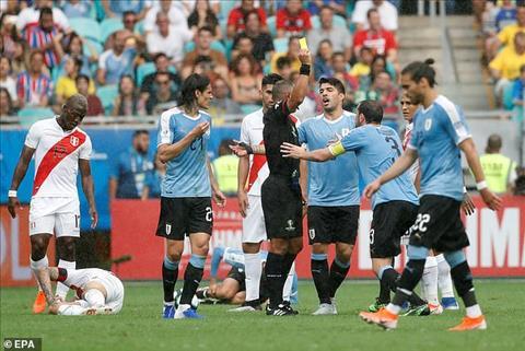 To trong tai 3 lan tuoc ban thang cua Uruguay voi cung mot ly do: viet vi