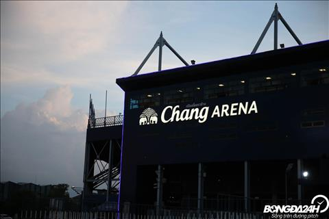 Trong anh hoang hon tai Buriram, san Chang Arena mang mot ve dep rat rieng.