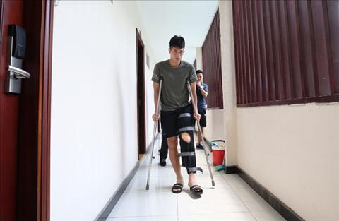 Đình Trọng phải lùi ngày sang Singapore phẫu thuật dây chằng  hình ảnh