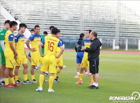 ẢNH HLV Park Hang Seo trầm tư trước trận chung kết Kings Cup 2019  hình ảnh 2