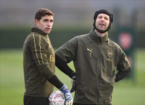 HLV Emery quyết định Emiliano Martinez thay thế Petr Cech hình ảnh