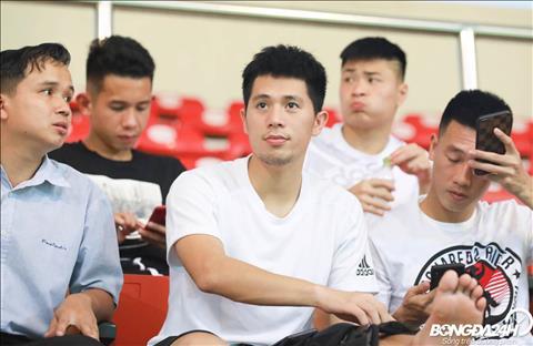 Moi tro lai sau ca phau thuat o Singapore, Tran Dinh Trong gop mat tran U22 Viet Nam vs U18 Viet Nam.