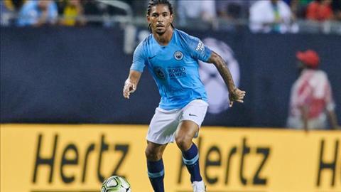 Douglas Luiz sap toi Aston Villa