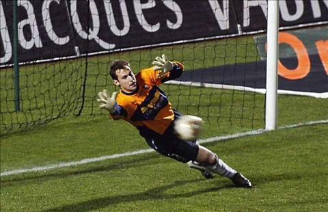 Petr Cech bat cho Rennes