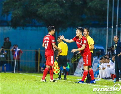 Phut 37, cau thu goc Tuyen Quang vao san thay cho Trieu Viet Hung.