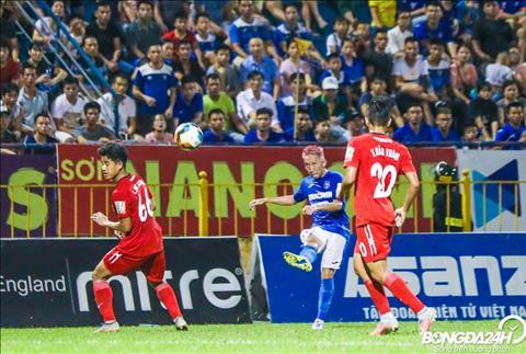 Cung tu mot qua tat, Nghiem Xuan Tu da kien tao de Dyachenko ghi ban an dinh chien thang 3-0 cho Than Quang Ninh.