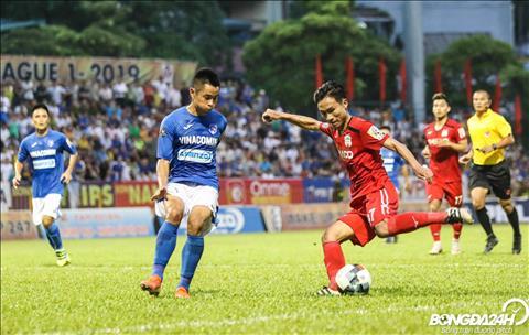 Trieu Viet Hung bi thay ra o phut 37 de nhuong cho cho Xuan Truong. Tien ve nay sau tran bi HLV Lee Tae Hoon danh gia la kha nang xoay so van con cham.