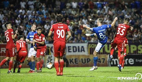 Dyachenko lap cong an dinh chien thang 3-0 cho Than Quang Ninh trong hiep hai.