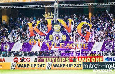 Trong cuoc gap go voi HAGL, cac CDV Ha Noi FC keo bang ron co dong chu King of V-League.