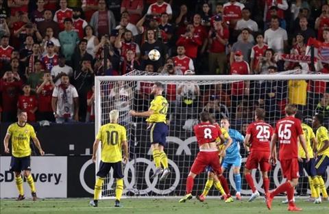 Người hâm mộ Arsenal kêu gọi tống khứ Shkodran Mustafi hình ảnh